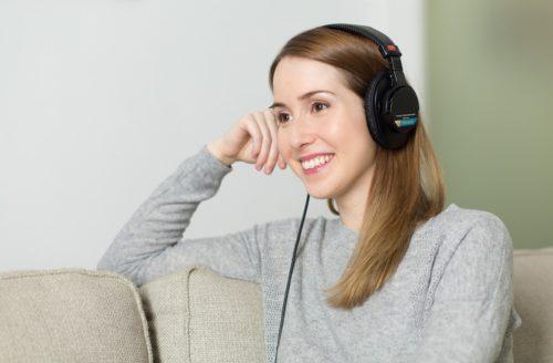 listenng to musix